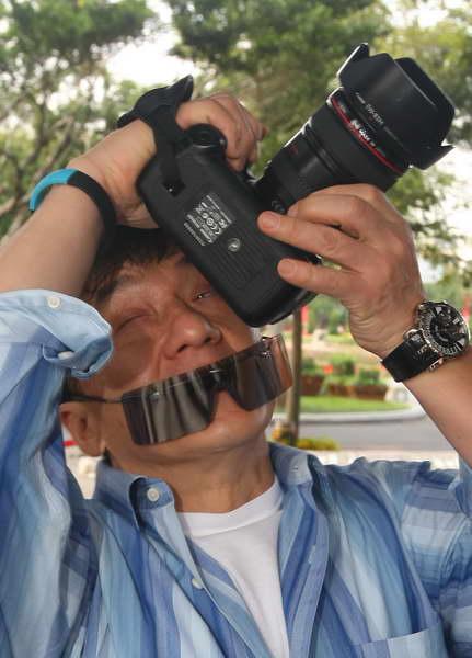 成龍拿相機.jpg
