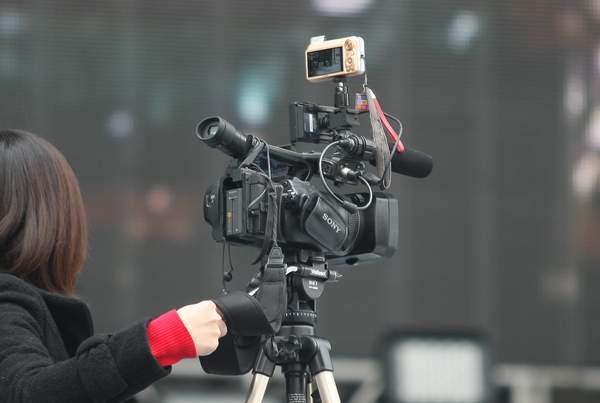 小相機在大機器上.JPG