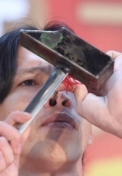 釘子進鼻孔001.JPG