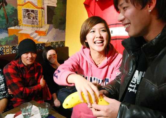 交換禮物阿光抽香蕉.jpg