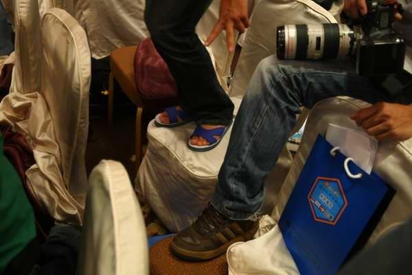 攝影記者的腳.jpg