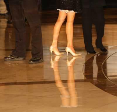 大廳的腿.jpg