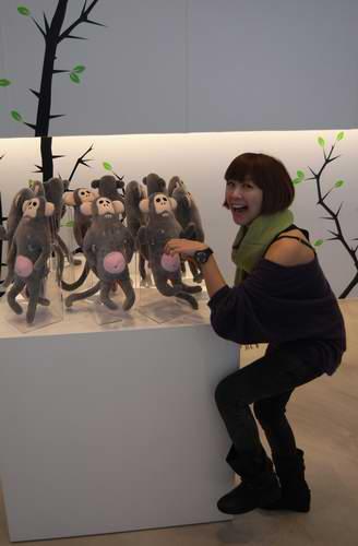雪蕾抓猴.jpg