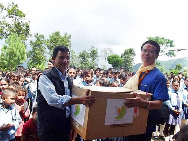 尼泊爾物資捐贈1