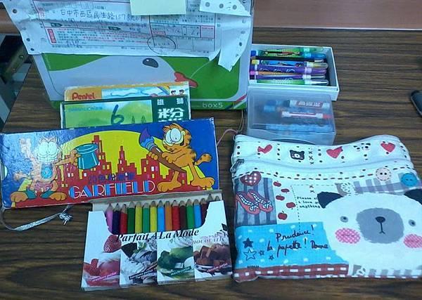 0820李小姐捐贈文具一箱