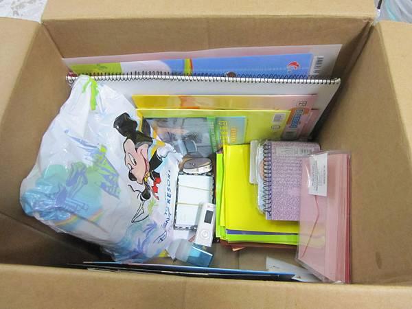0905呂小姐-捐贈文具與日用品一箱
