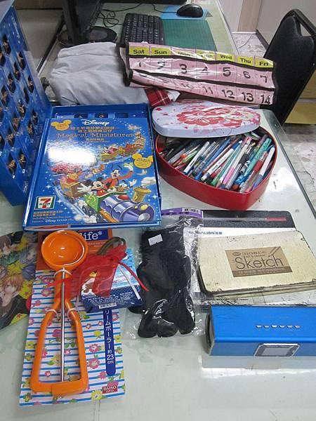 0905呂小姐-捐贈文具與日用品一箱2