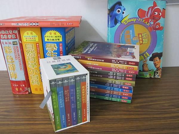 9/10 高小姐捐贈童書一批