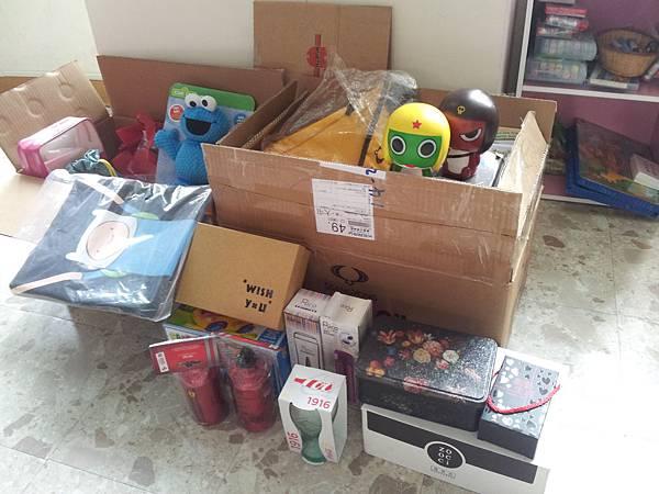 1204林小姐捐贈各式物資兩大箱(2)