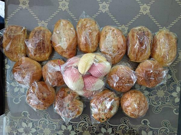 1.18拿手烘焙捐麵包一批.jpg