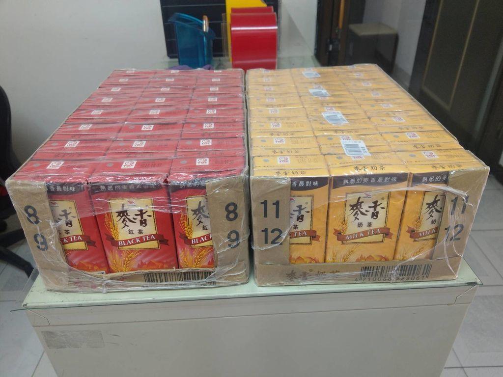 12.27京都廣東粥捐贈兩箱飲料.jpg