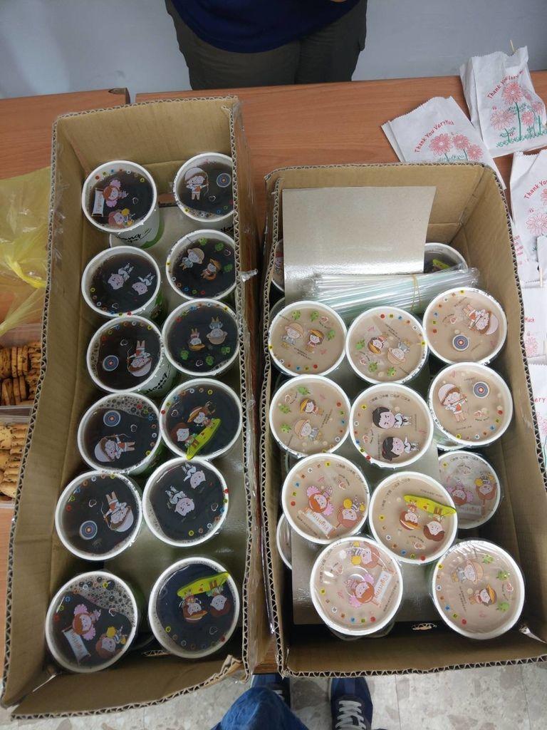 12.29弘爺漢堡五常店捐贈紅茶奶茶共50杯.jpg