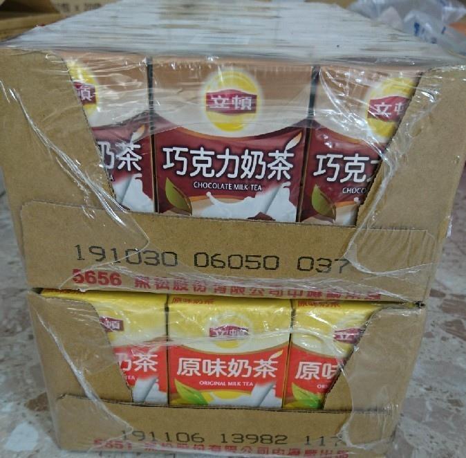 20181229期末成果分享會胡先生捐贈立頓奶茶原味一箱巧克力一箱.jpg