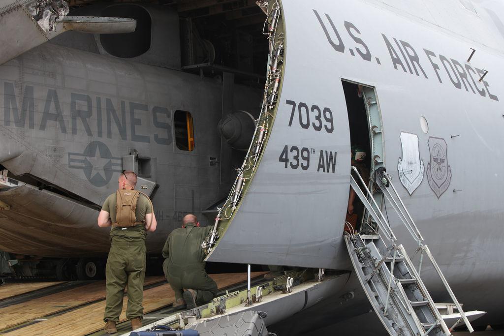 20130929-USAF C-5A unloads a USMC CH-53E (3).jpg