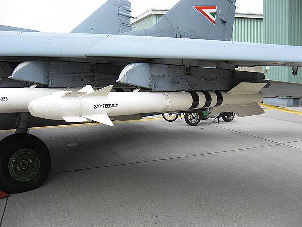 R-73 HuAF.jpg