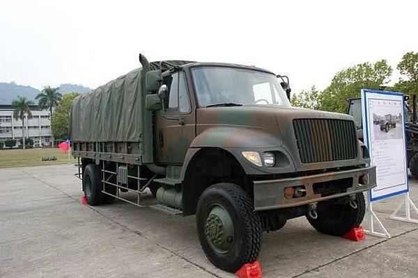 2X4 中型戰術輪車.JPEG