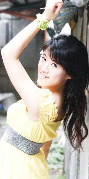 黃洋裝.jpg