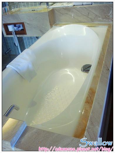 14_獨棟villa 浴缸.jpg