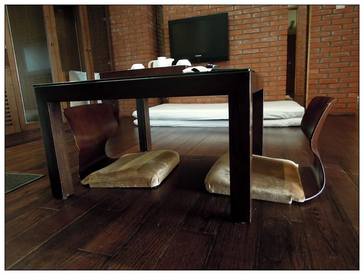 13_有馬溫泉湯屋_客廳坐椅.jpg