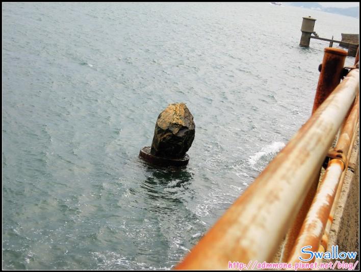 10_18_海中的礁岩.jpg