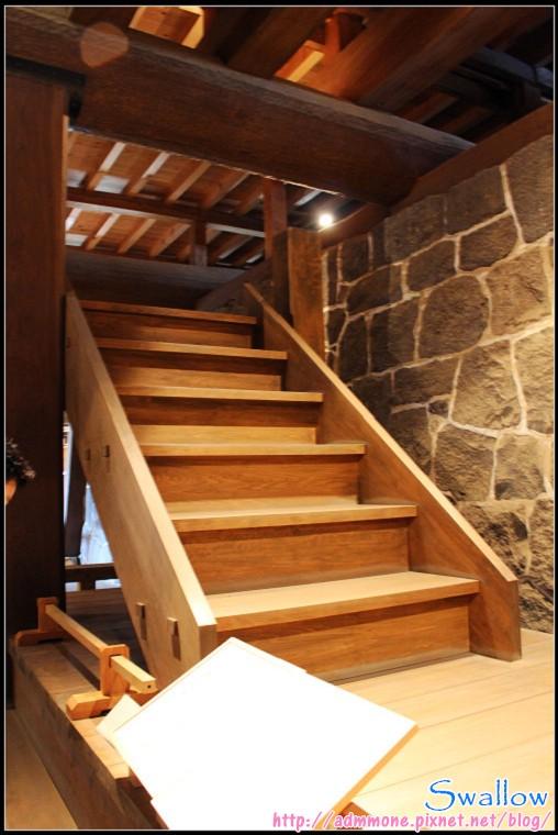 18_30_通至1樓的樓梯