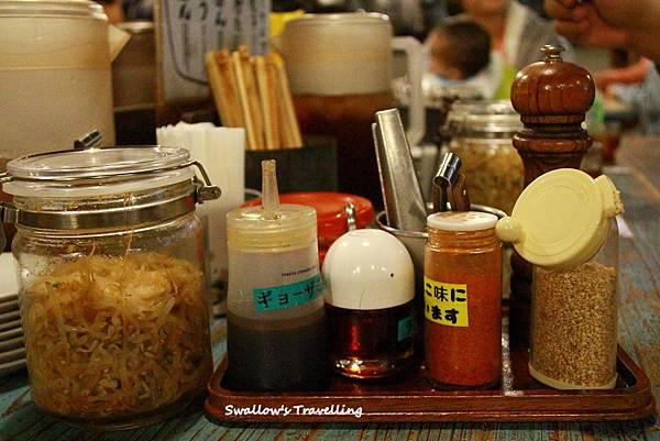 09_桌上的醬料瓶