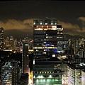 13_半島酒店夜間窗景.jpg
