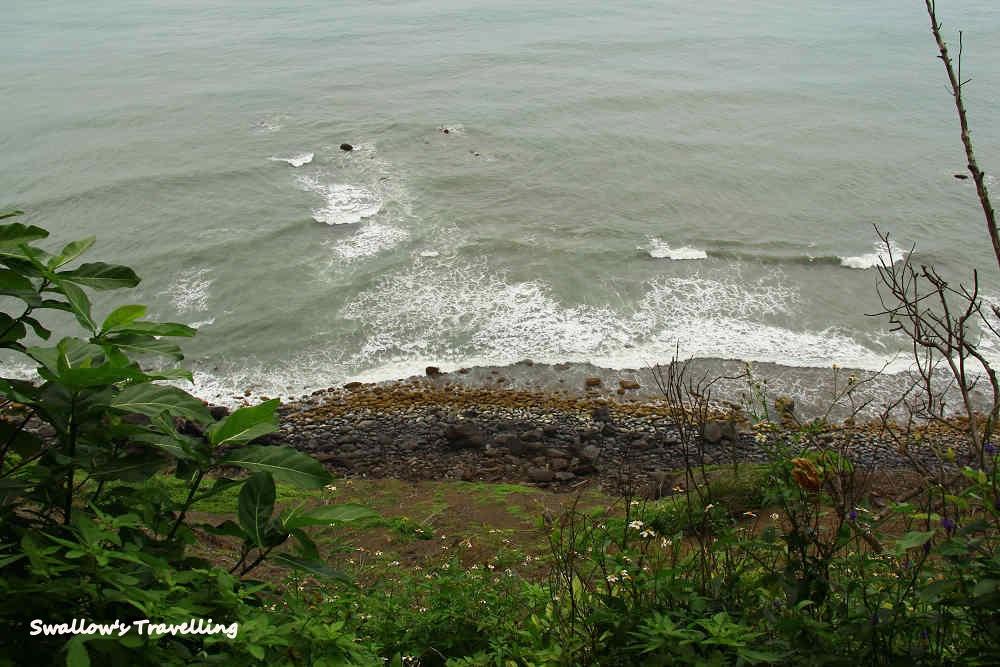 50_山下的洶湧海浪.jpg