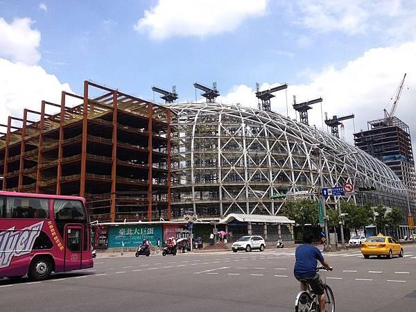 遠雄大巨蛋已補件 是否符合建築規則再起爭議.jpg