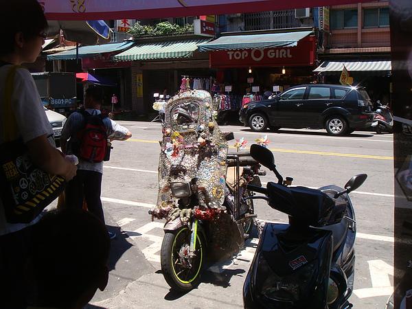 bling bling motorcycle on the street2.JPG