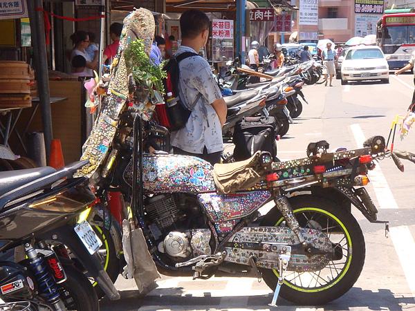 bling bling motorcycle on the street1.JPG