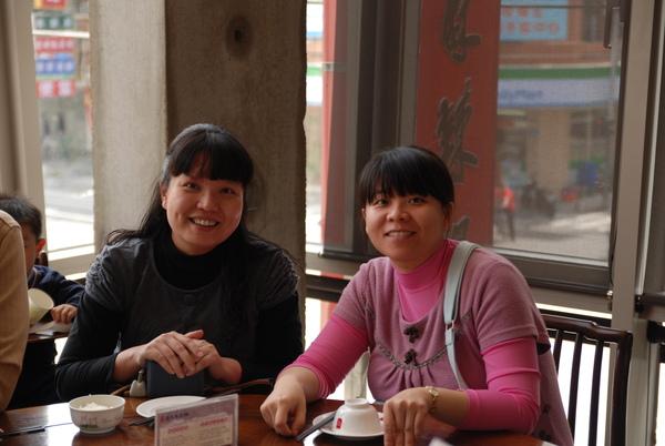 01兩位孕婦等著吃火鍋.JPG