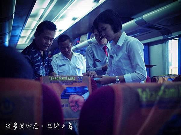 印尼國鐵的「鐵路小姐」