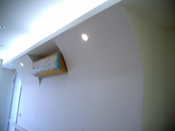 主臥床頭牆