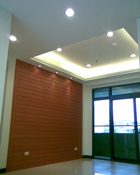 餐廳主牆及天花板間接照明