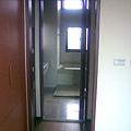 主臥浴廁摺疊門(開)