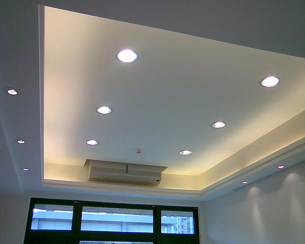 客廳天花板間接照明