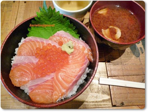 鮭魚蓋飯.JPG
