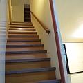 小居通往2F的樓梯
