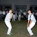 營火晚會, 跟米蟲跳舞