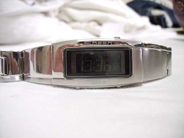 "dogo送的""像手環的手錶"""