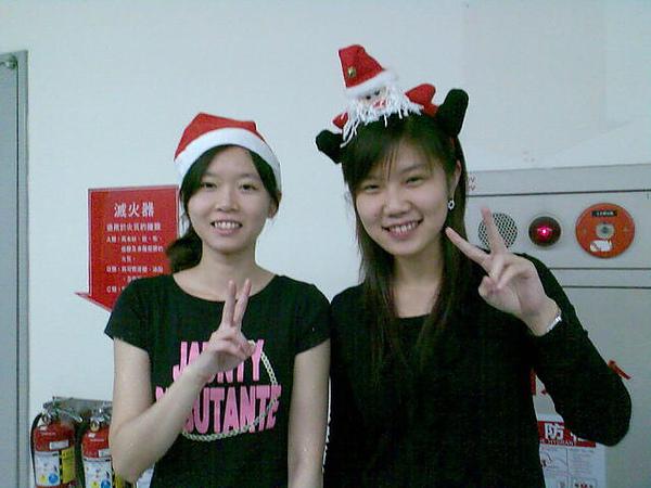 我跟碩二學長姐要了可愛帽子