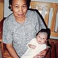 阿婆抱著我