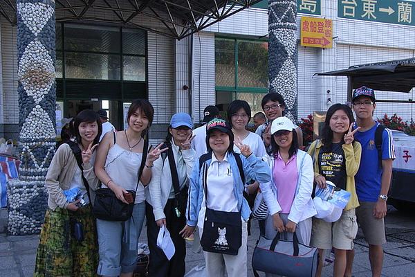 在富岡港巧遇一同出遊的生科學弟妹