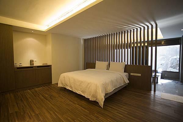 room-1-3-360-2.jpg