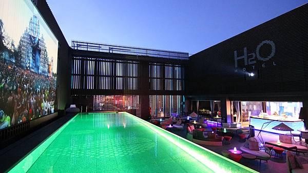 RF Pool Bar(夜).JPG