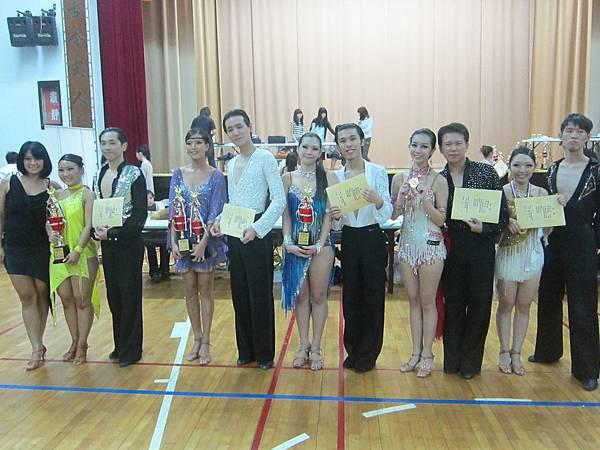 頒獎典禮,獲獎選手與老師合影.JPG