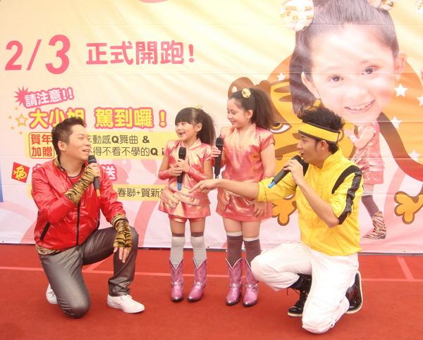 (左起)阿亮、大小姐、香蕉哥哥首次戶外活動同台,超吸睛.JPG