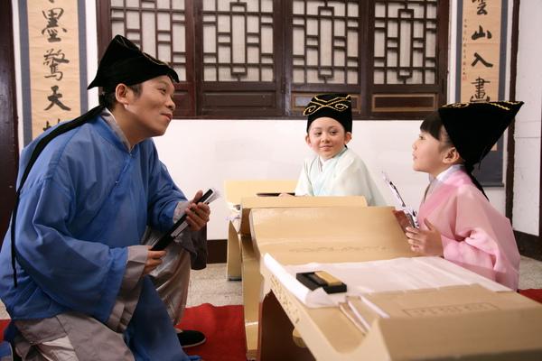 阿亮與兆絃(中)、愛子(右)穿古裝拍新版的『老師老師』3_調整大小.jpg