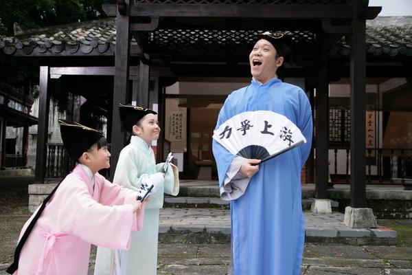 阿亮與愛子(左)、兆絃(中)穿古裝拍新版的『老師老師』4_調整大小.JPG